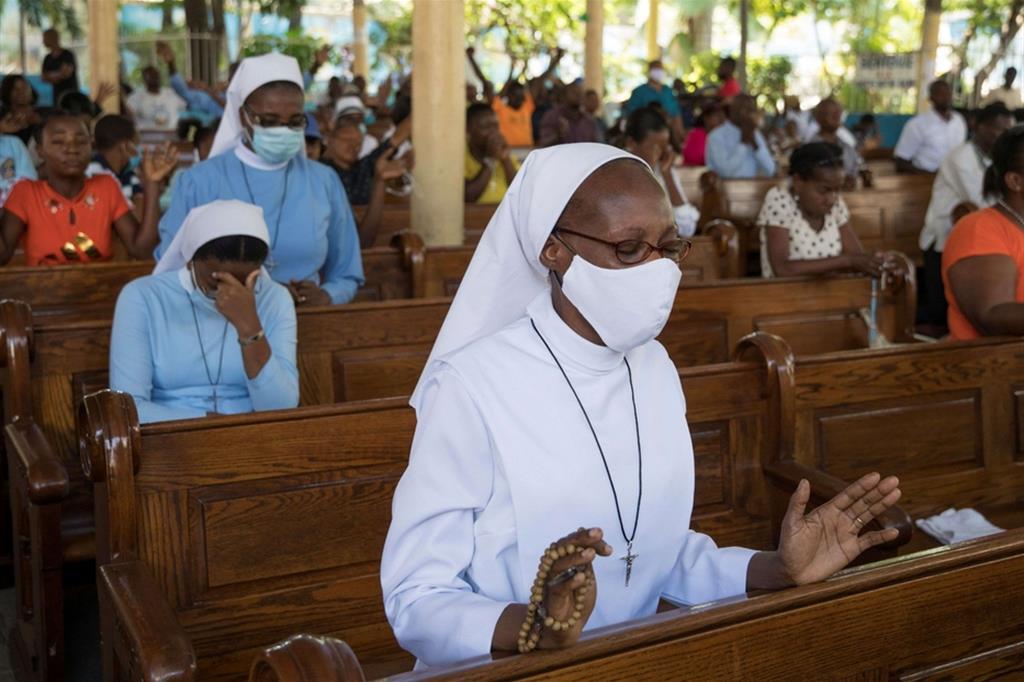 Fedeli in preghiera per le persone rapite ad aprile - Reuters (15 aprile 2021)